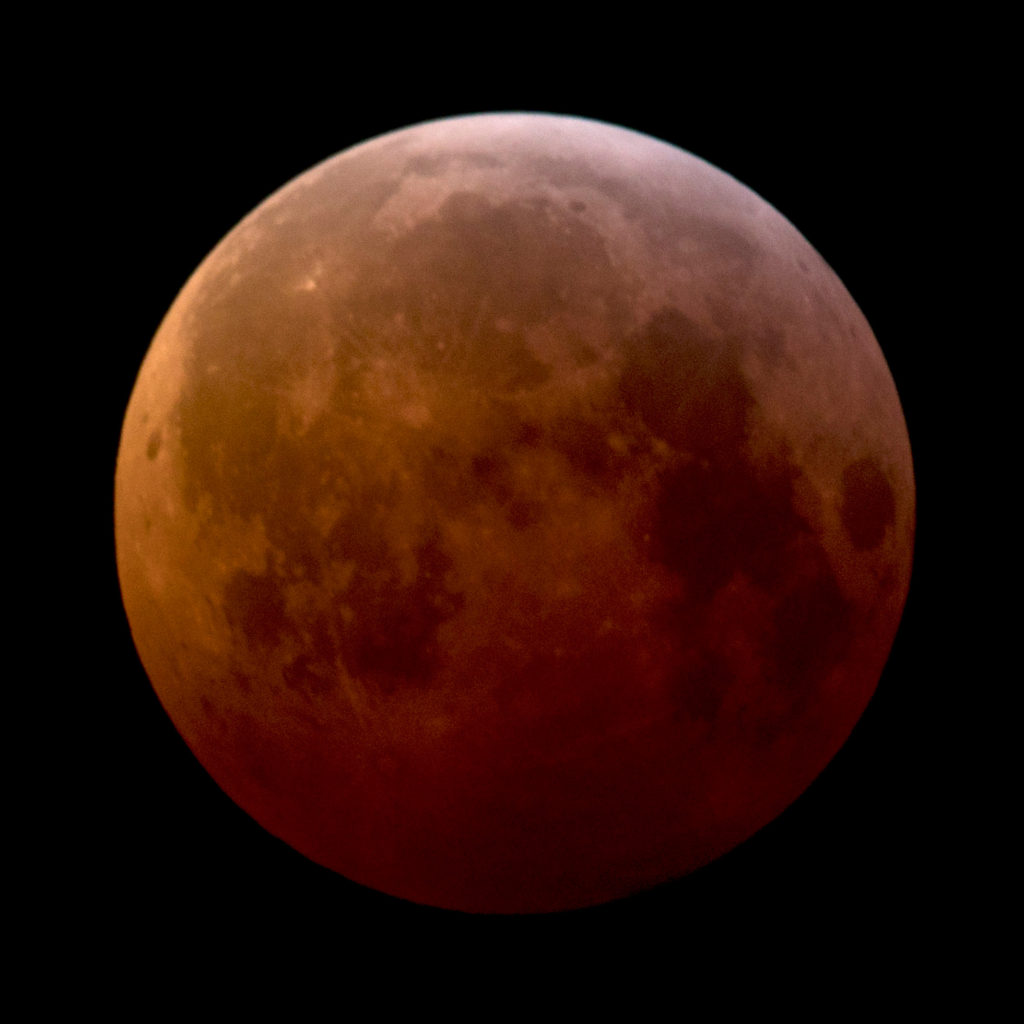 Totally Eclipsed Moon (iso400 1.6sec f8)